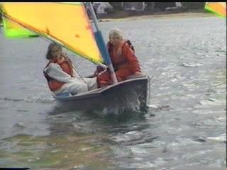 Suivant la direction du vent demandez à quelqu un qui a un bateau à